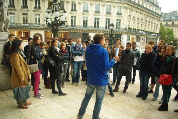 Guide touristique à Paris