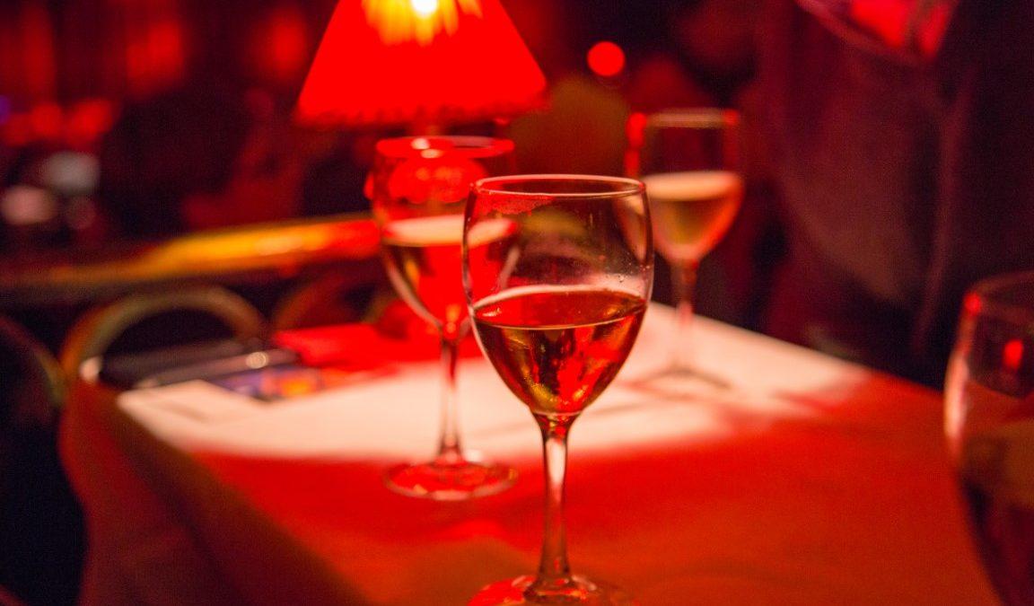 Lido ou Moulin Rouge : Quel cabaret parisien choisir ?