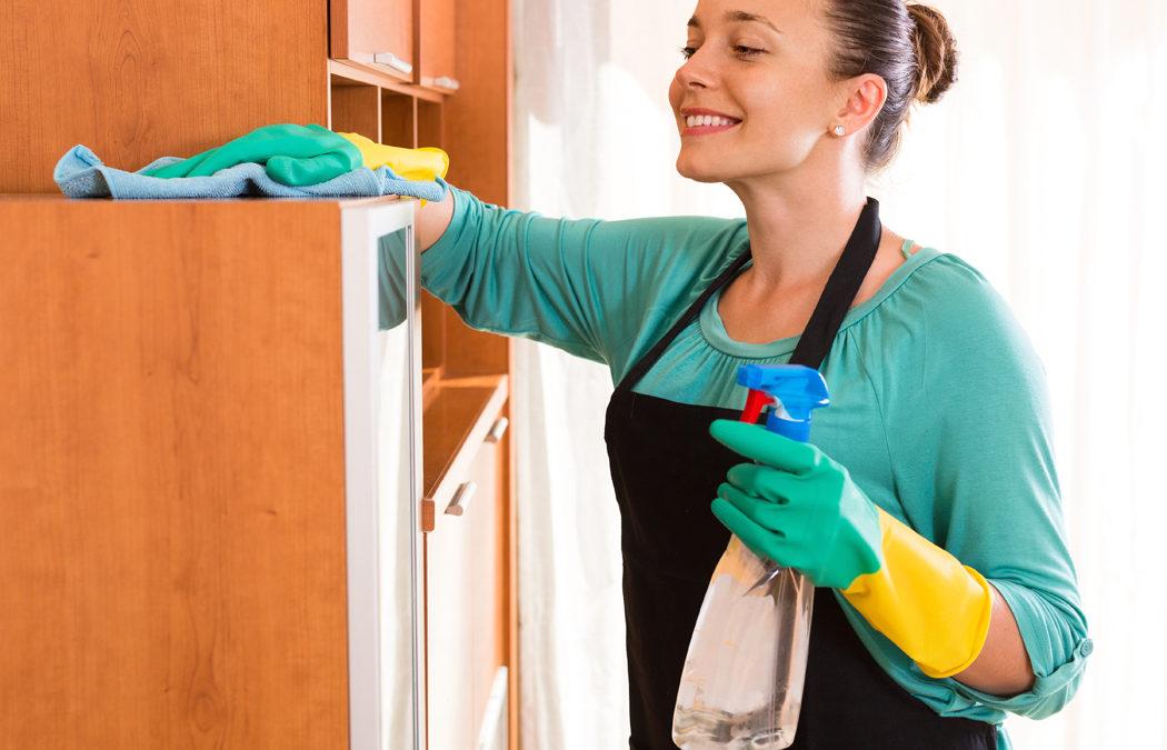 Femme de ménage sur Paris, combien ça coûte ? Quelles aides ?